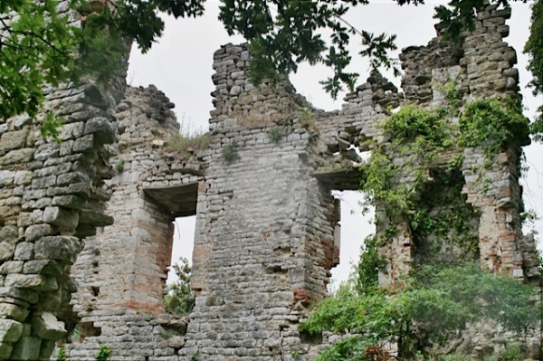 crubling castle walls