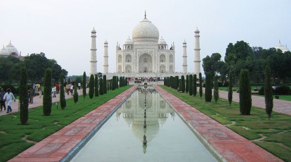 Taj_Mahal,_Agra_views_from_around